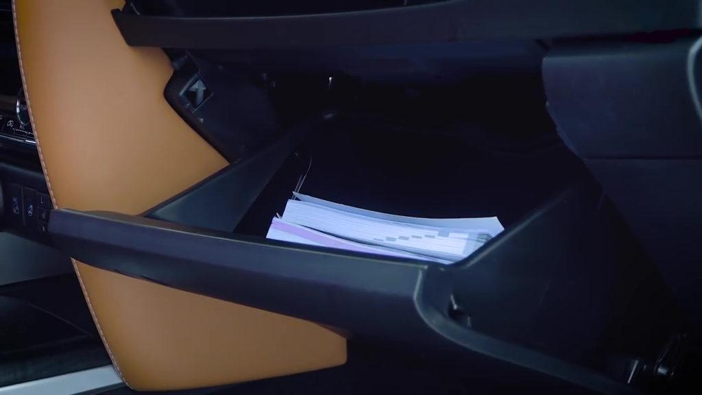 Нижний бардачок Toyota Fortuner