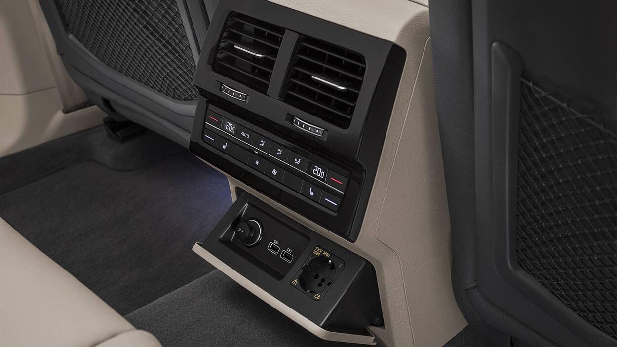 Панель управления для задних пассажиров Volkswagen Touareg 2018