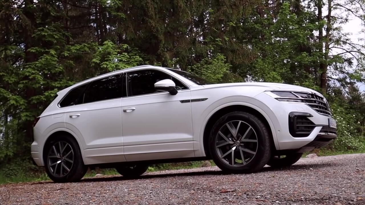 Volkswagen Touareg 2018 в белом цвете