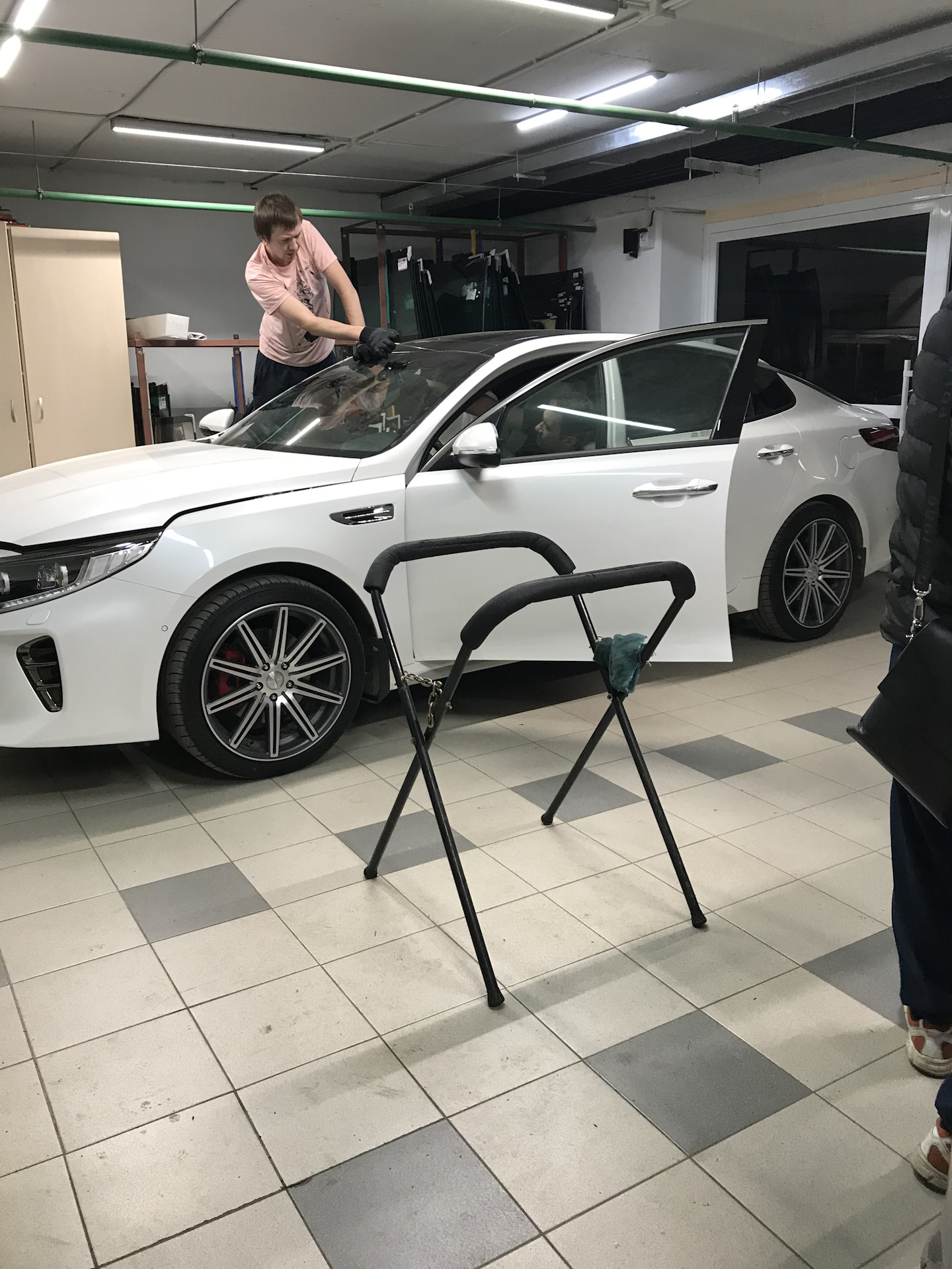 Замена лобового стекла на КИА Оптима 2018